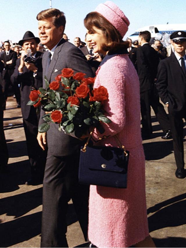 '60s fashion: Jackie Kennedy was a big fan of the pillar box hat