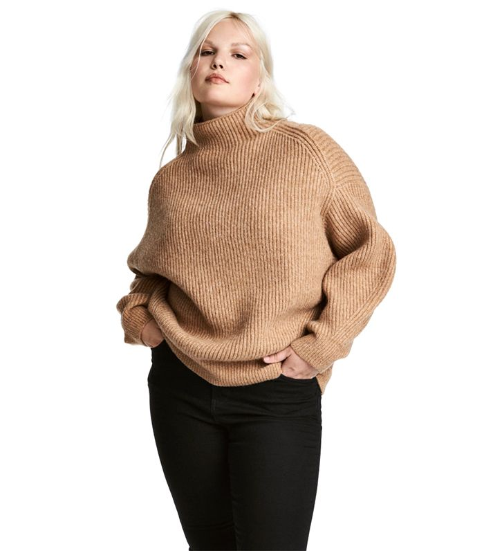 a50cc56fef2 11 Oversize-Sweater Outfit Ideas for the Dead of Winter