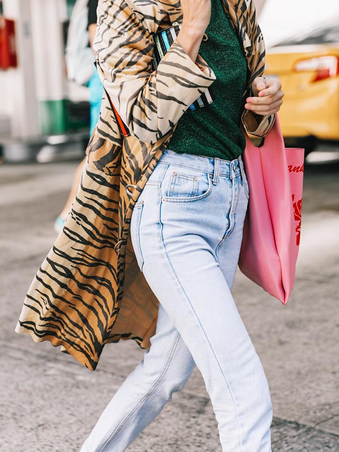 3b60248f40df3 25 New Ways to Wear Mom Jeans | Who What Wear