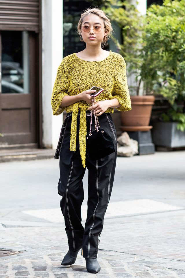 20 Black-and-Gold Outfits to Wear This Winter c0e074986