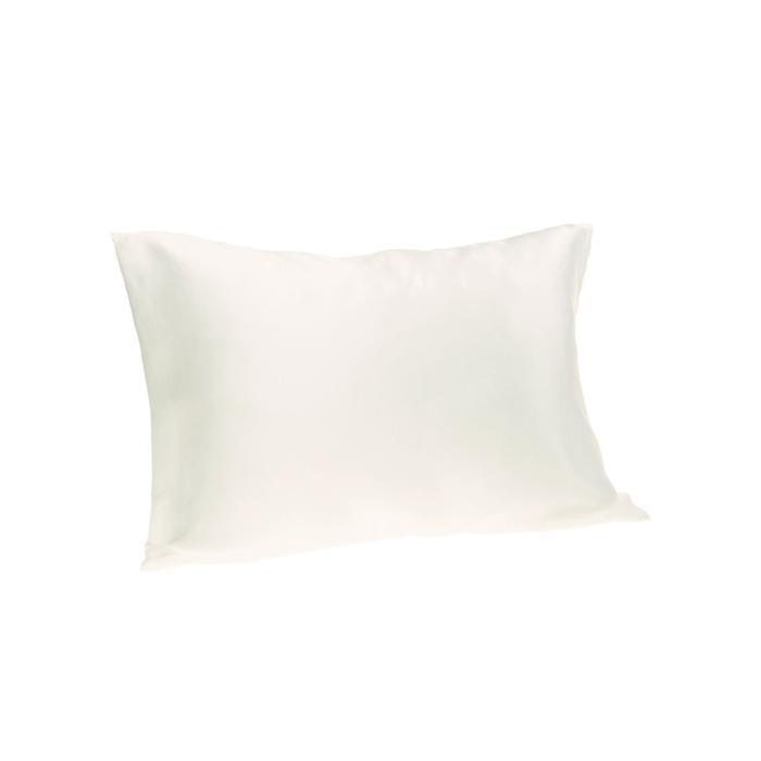 This Silk Pillowcase Has 2500 5-Star Reviews On Amazon