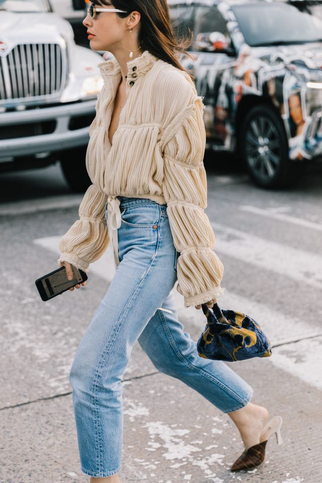 """<p>If it's one thing every woman should own, its a great pair of<a href=""""http://www.whowhatwear.com.au/shop-vintage-jeans-sydney"""" target=""""_blank"""">jeans.</a>A light wash is what everyone..."""