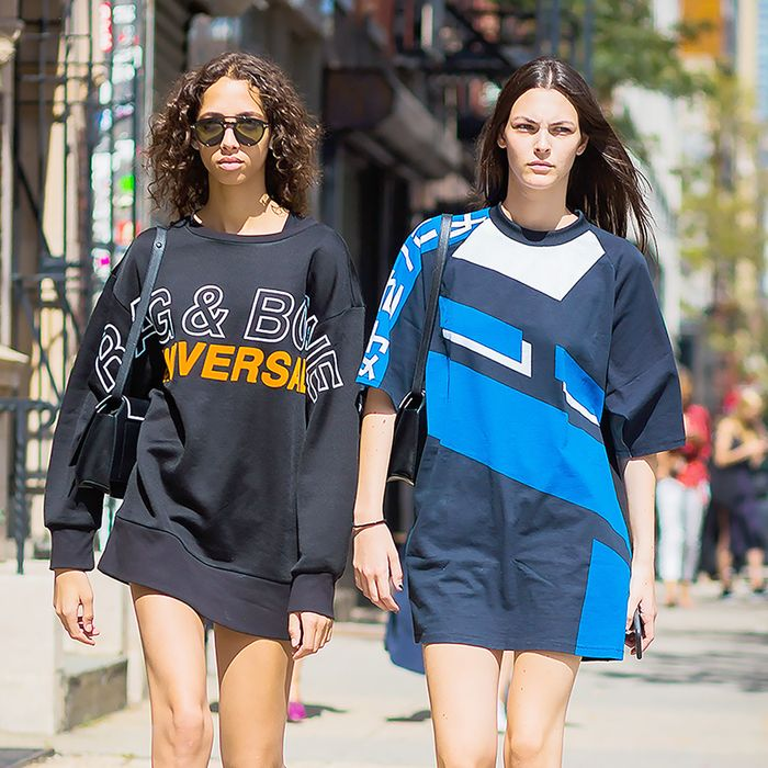100% authentic enjoy big discount shop How to Wear an Oversize T-Shirt | Who What Wear