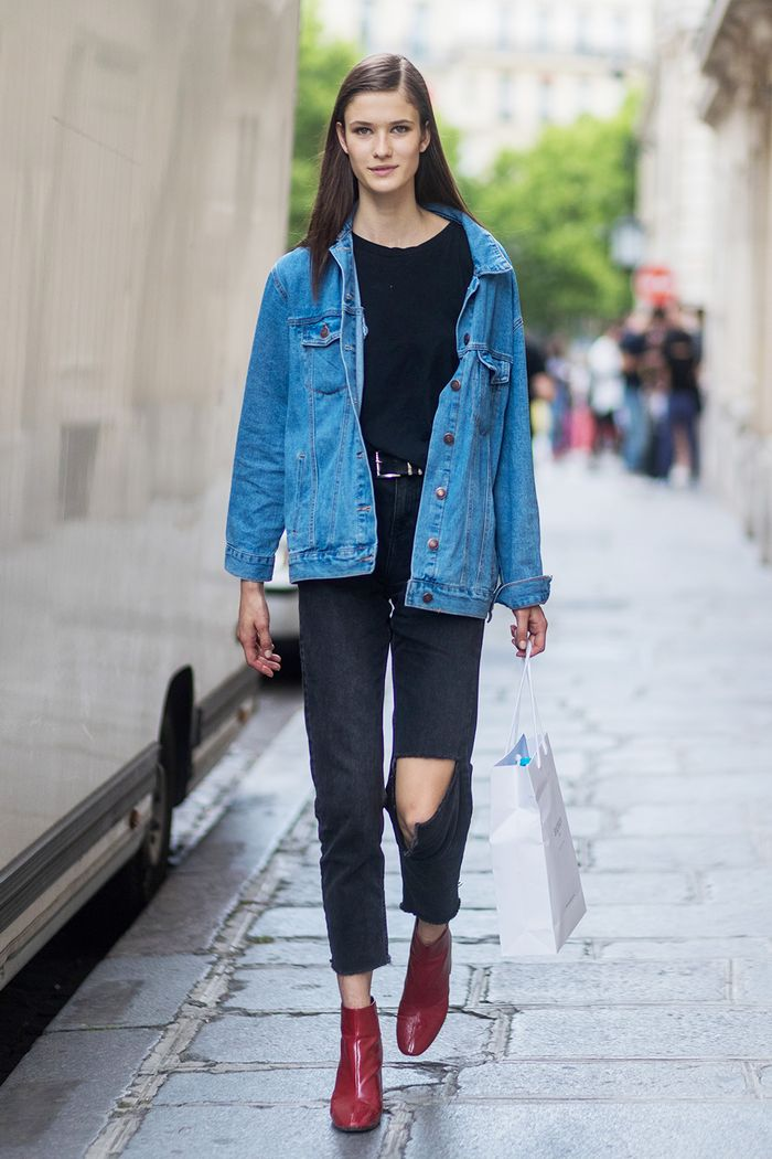 innovative outfit for black ripped jeans