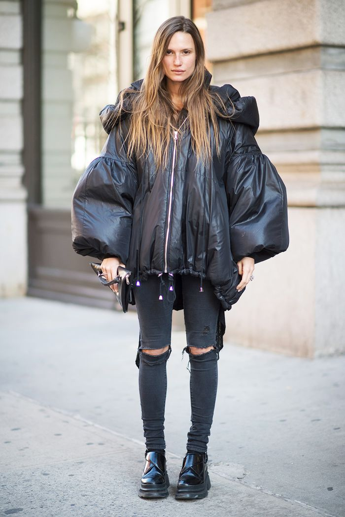 How To Wear Outfits With Black Ripped Jeans Who What Wear