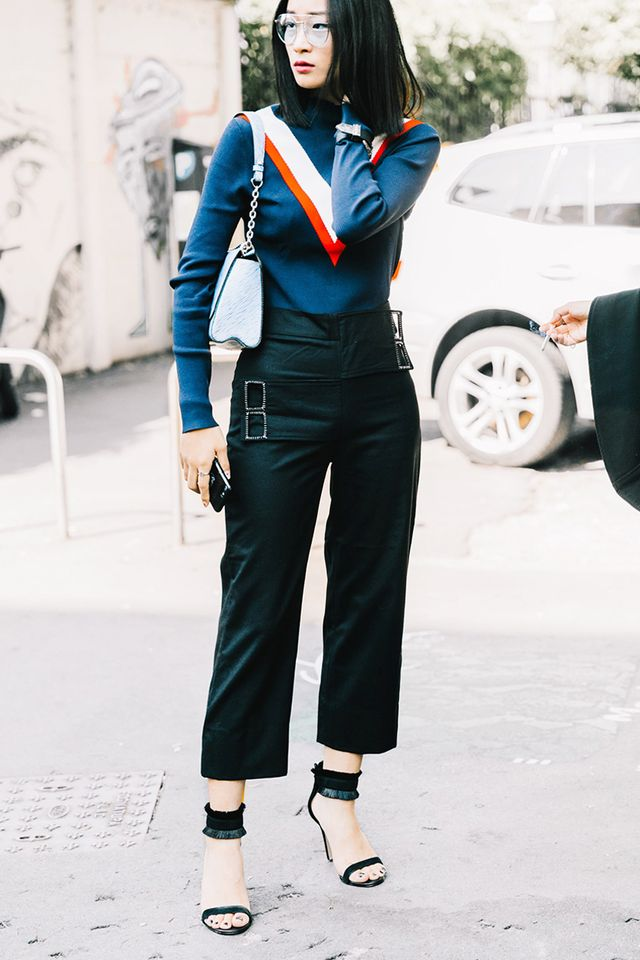 outfits that mix black and navy together