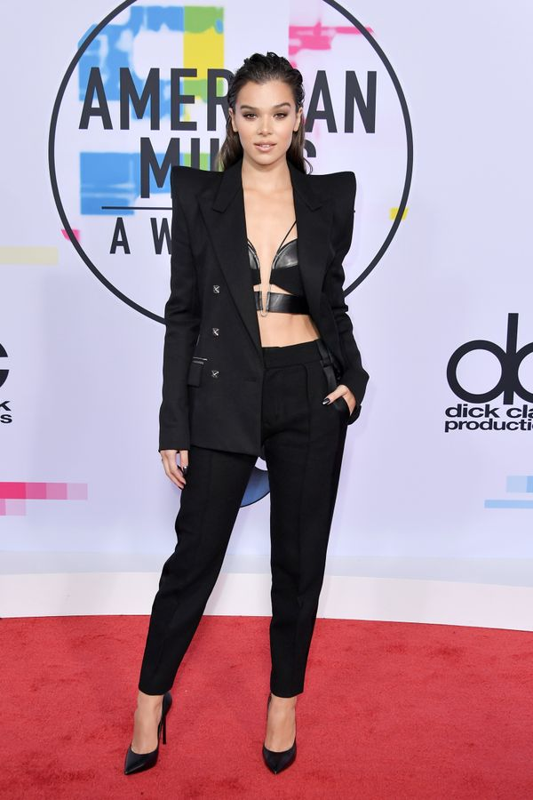 <p><strong>WHO:</strong>Hailee Steinfeld</p> <p><strong>WEAR:</strong>Mugler jacket, bra, and pants; Bulgari jewellery</p>