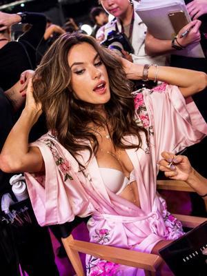 Alessandra Ambrosio's Last-Ever VS Fashion Show, in 5 Photos