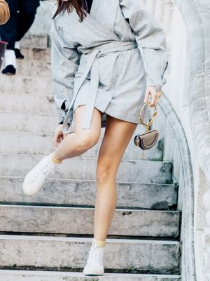 21 Pretty Outfits With White Converse