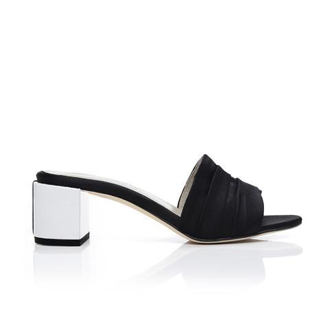 Eva Mules, Black + White