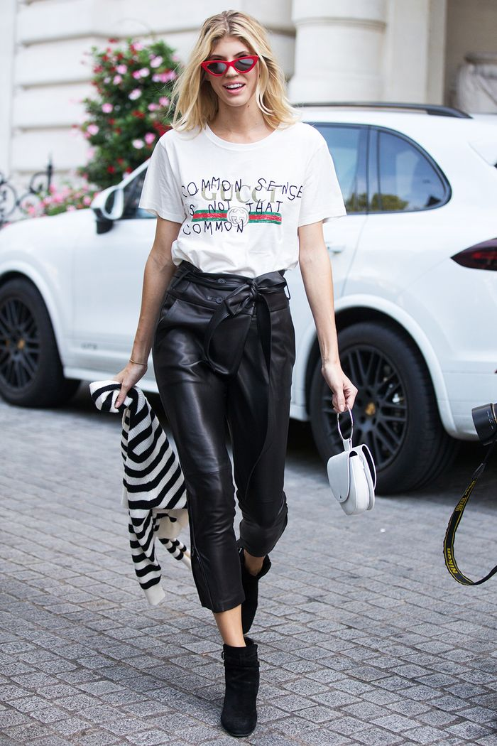 plain outfit with gucci shirt black