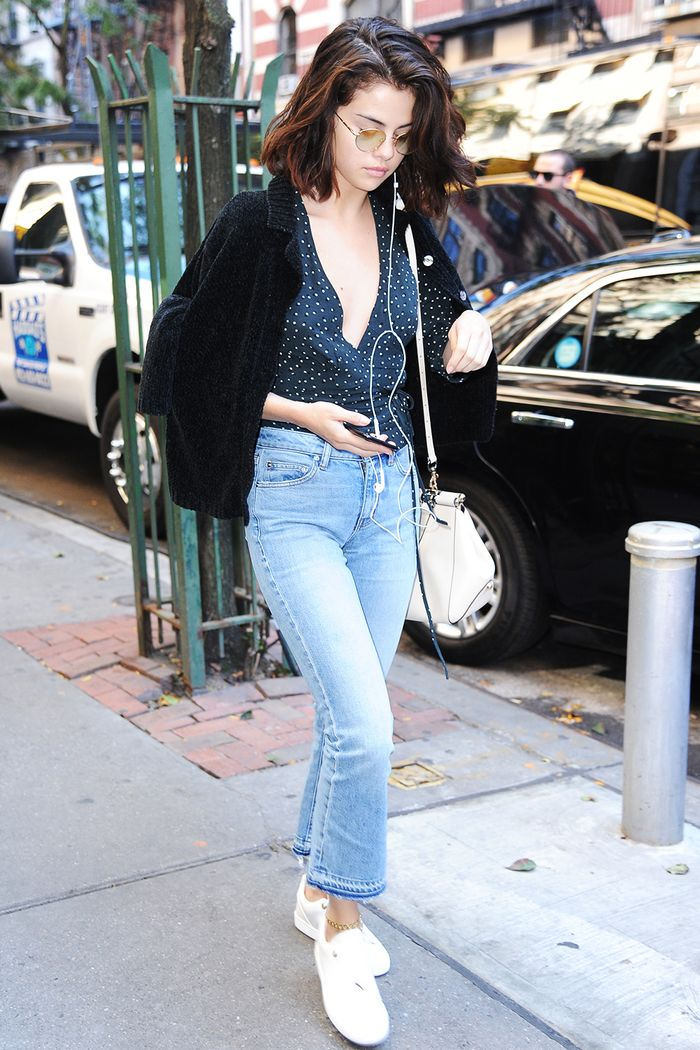 1364b41ebd19 The Best Shoes to Wear With Mom Jeans