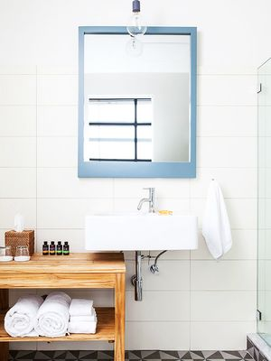 12 Large Bathroom Mirrors That Will Transform Your Morning Routine
