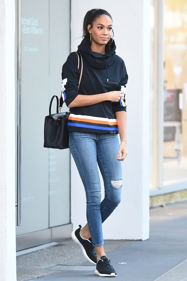 <p>For a super-casual look that turns up the comfort factor, a sporty hoodie looks great with skinny jeans and sneakers. Add some hoops for a party-ready touch.</p>