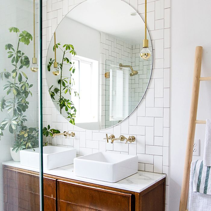 15 Tiled Bathrooms That Make a Striking Statement | MyDomaine