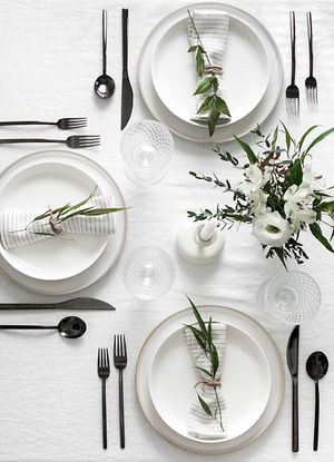 How to Plan an Adult Dinner Party, When You Have No Idea What You're Doing