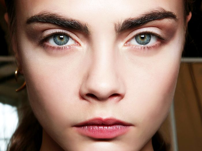 Can Castor Oil Really Help Grow Your Eyebrows Byrdie