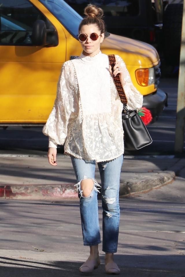Jessica Biel boyfriend jeans white blouse sunglasses street style