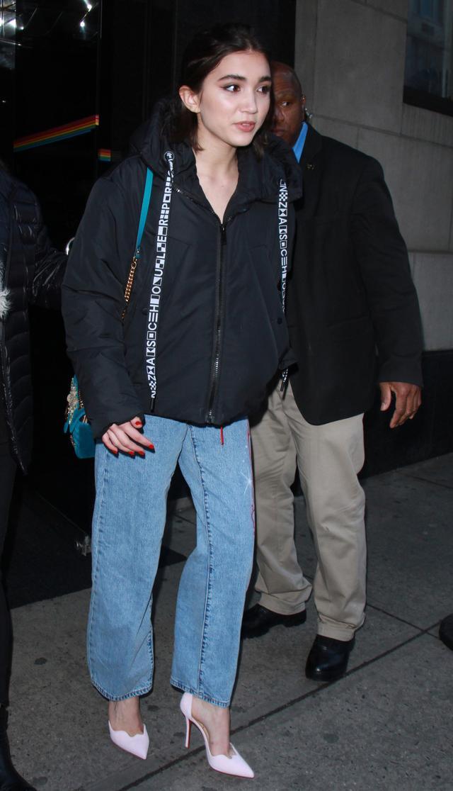 Rowan Blanchard boyfriend jeans jacket street style