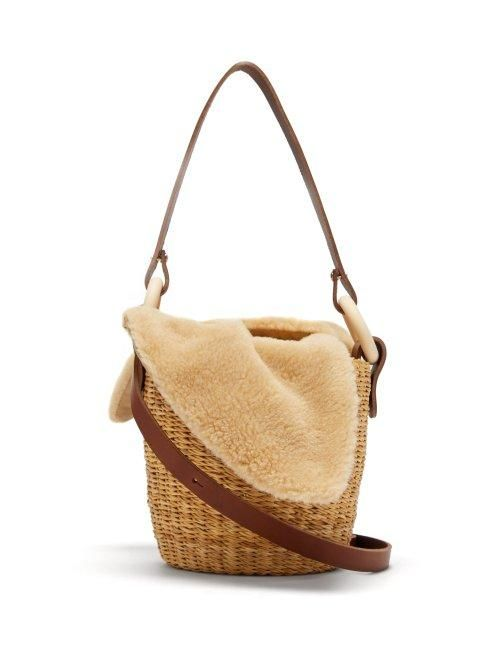 - Seau Shearling And Woven Straw Bucket Bag - Womens - Beige