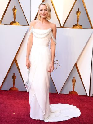 dea8bae8545d Margot Robbie s Custom Chanel Gown Will Be the Highlight of the Oscars