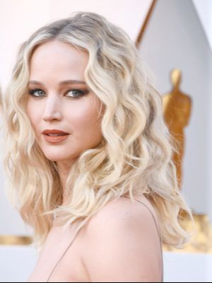Jennifer Lawrence Is Having a Carrie Bradshaw Moment at the Oscars