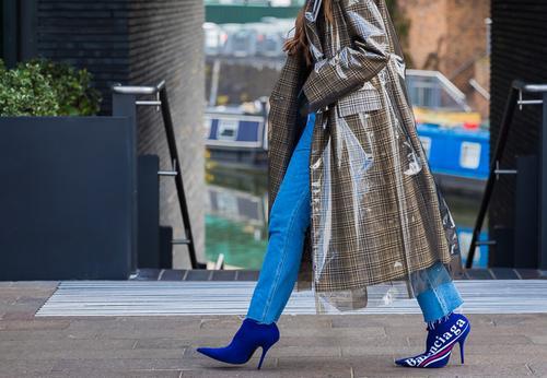 plastic-fashion-trend-251544-1520599206308-image.500x0c.jpg (500×346)
