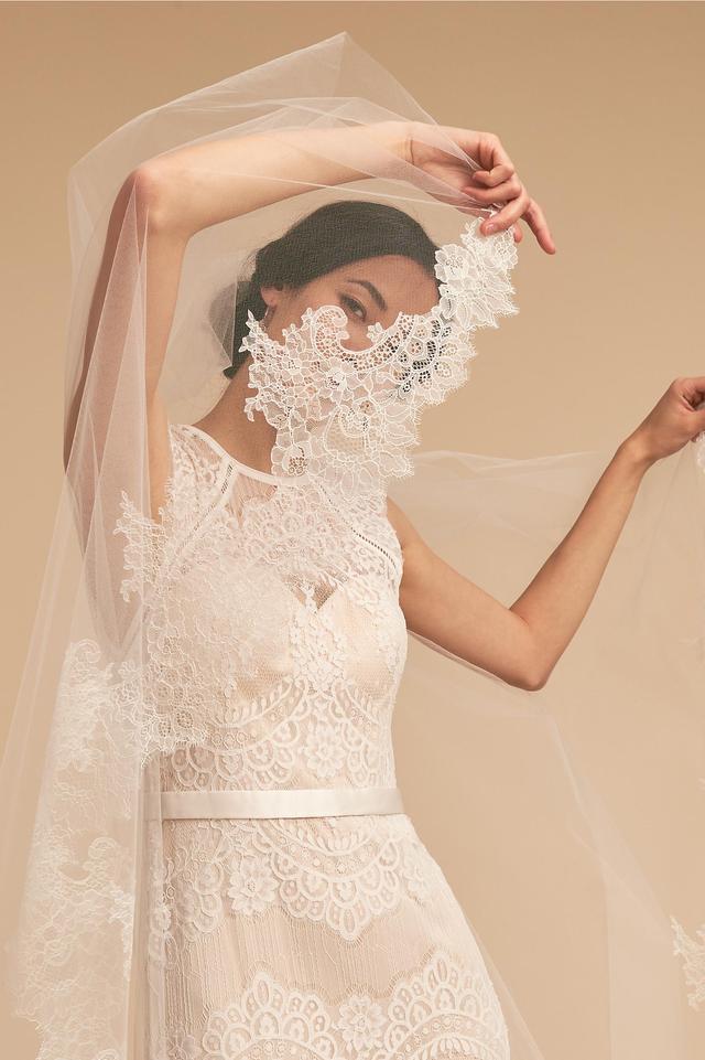 Debra Moreland Breathless Chantilly Veil