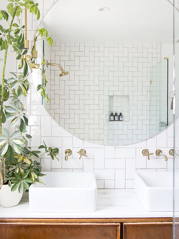 11 ways to style large round mirrors mydomaine without a doubt these bathroom mirrors are the prettiest of them all solutioingenieria Images