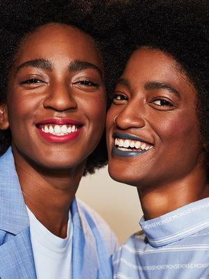 Double Vision: 2 Cool-Girl Twins Freestyle Spring 2018's Biggest Beauty Trends