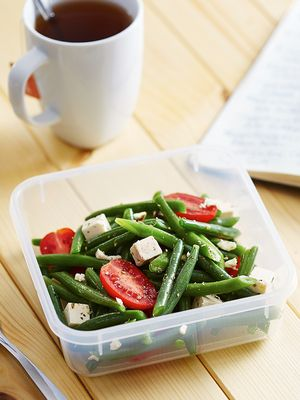 4 Healthy Snack Ideas for Your Next 3 P.M. Slump (and 4 to Avoid)