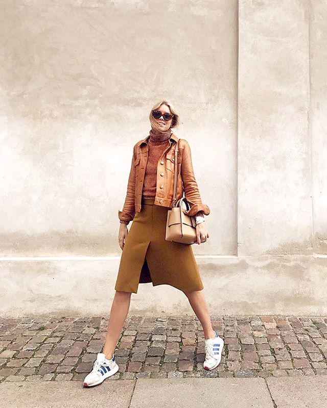 "<p>The <a href=""https://www.whowhatwear.com/monochrome-outfits-for-spring--5a9db29696473"" target=""_blank"">monochrome trend</a> is chic and, thankfully, easy when it comes to pulling together a look..."