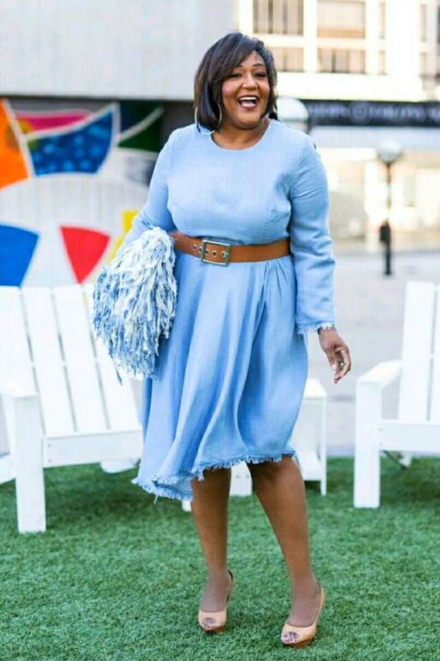 Blogger in denim dress and brown belt