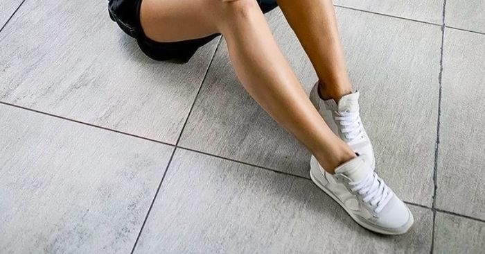 How to Clean White Shoes in 5 Steps  5c1c0436ed92