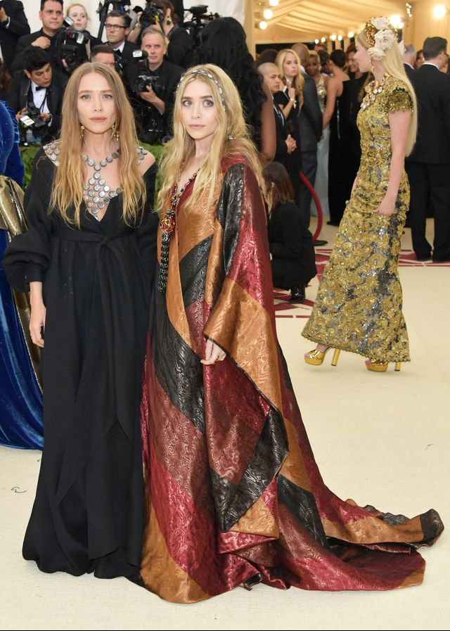 <p>Mary Kate and Ashley Olsen.</p>