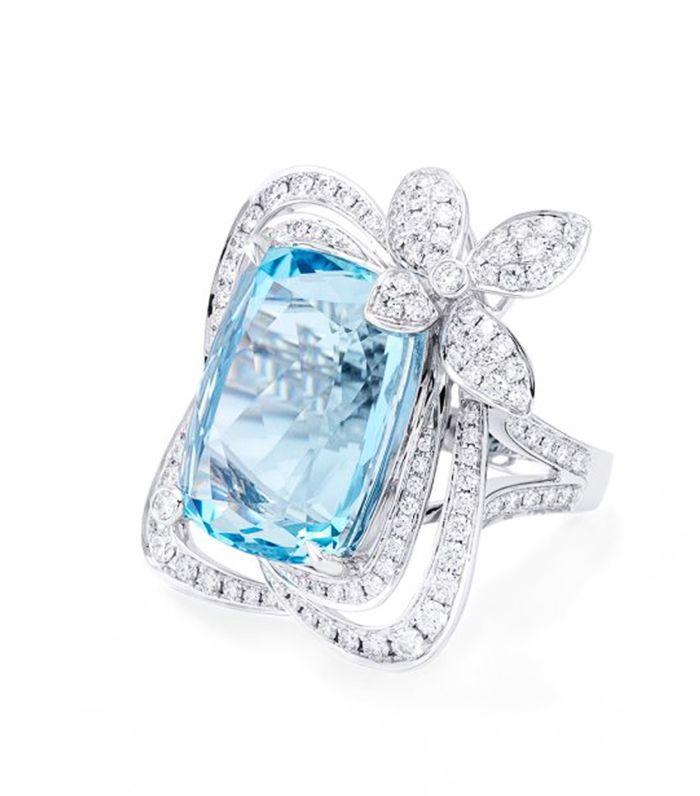 Meghan Markle Wearing Princess Diana S Aquamarine Ring