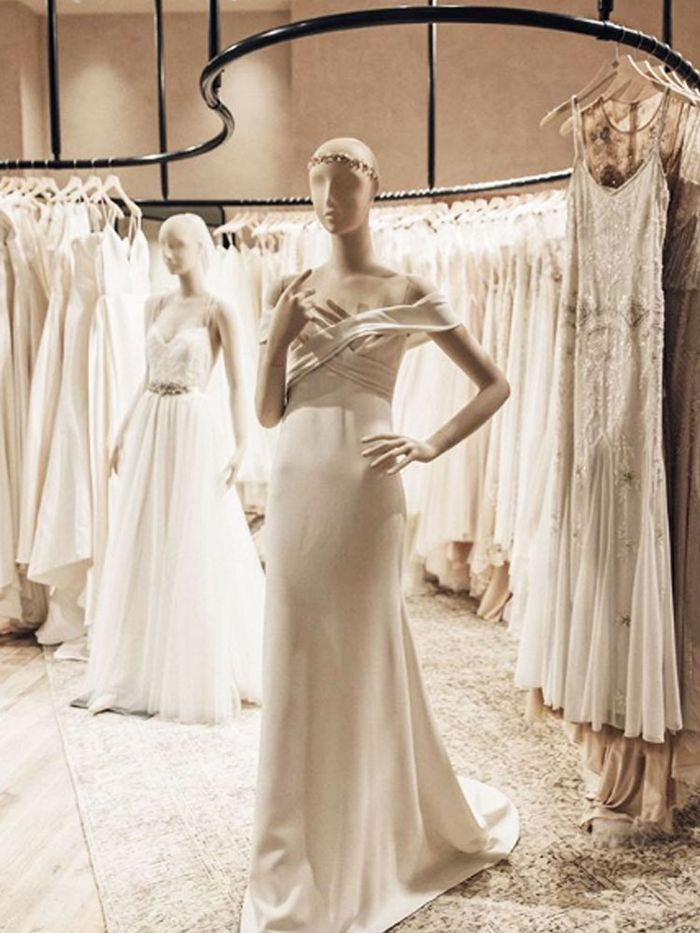6 Things to Consider Before Renting Your Wedding Dress | Who What Wear