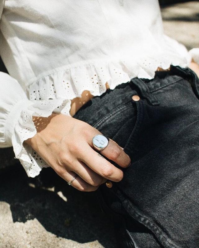how to wear silver jewelry.