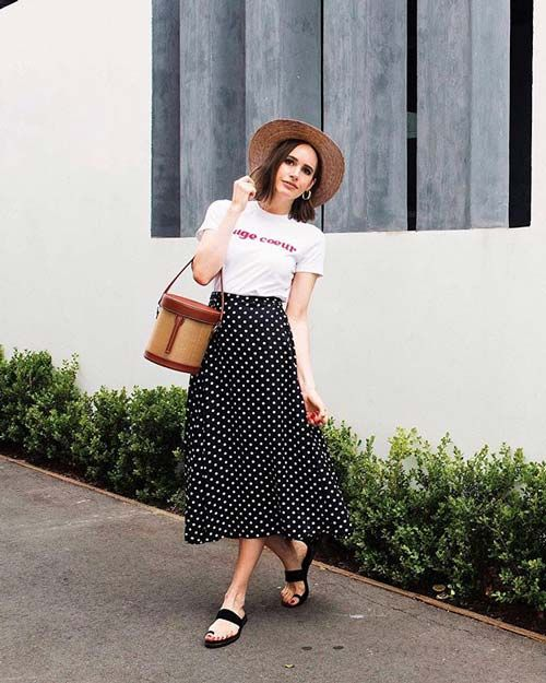 7f04a0c388d 15 of the Best Skirt-and-T-Shirt Outfits