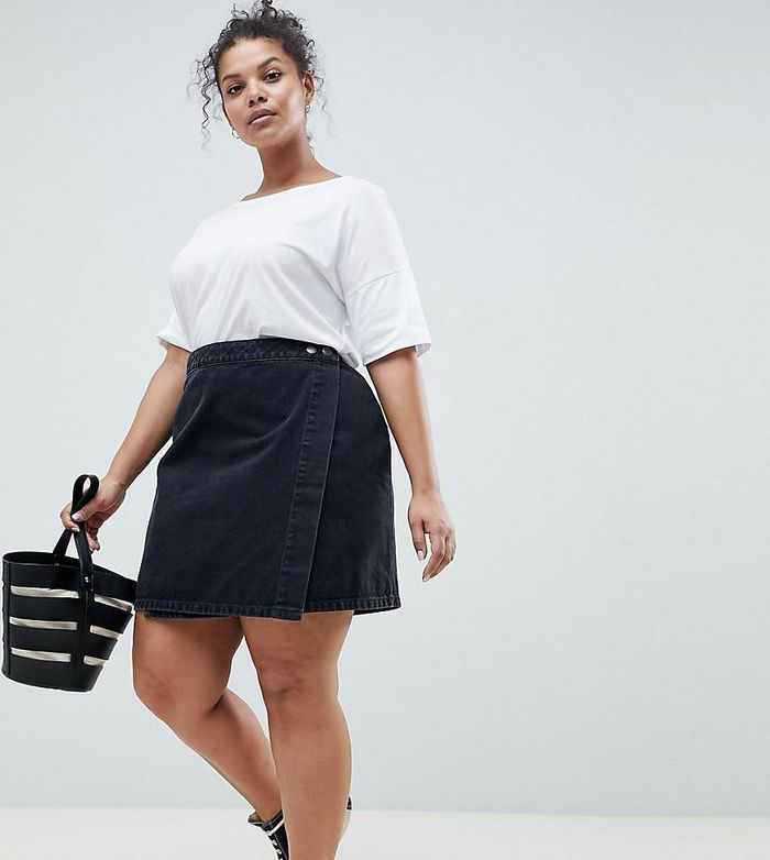 adb0a0bca2 Swap Your Summer Looks for These Black Denim Skirt Outfits | Who ...