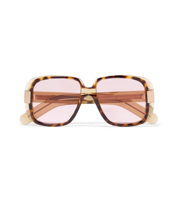 8042dce6970e The Big Sunglass Trend Everyone s Wearing in 2018