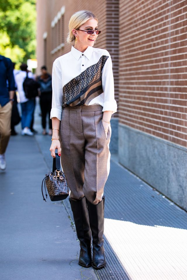 <p><strong>Style notes:</strong> We saw tonal beige outfits everywhere at Fashion Week Australia, and now the streets of Italy are approving the trend. We would copy this outfit formula...
