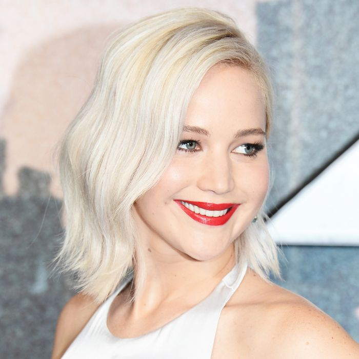 This Silver Blonde Hair Is A Great Color Choice For Natural Blondes If You Want To Make Change With Your But Still Keep Light Shade