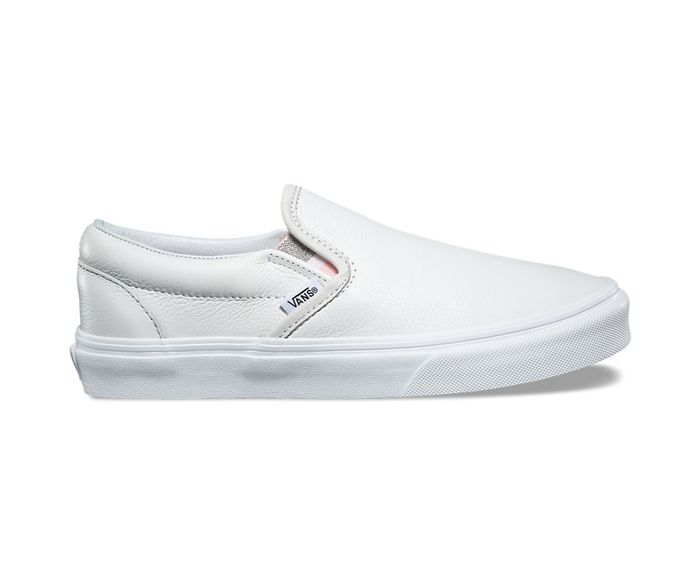 Here s How to Wear Vans Like the Fashion Crowd  fe632d721