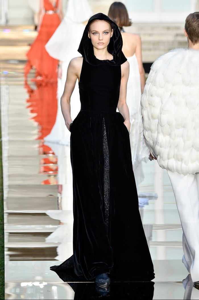 Givenchy Couture Updated the Breakfast at Tiffany\'s Dress | Who What ...