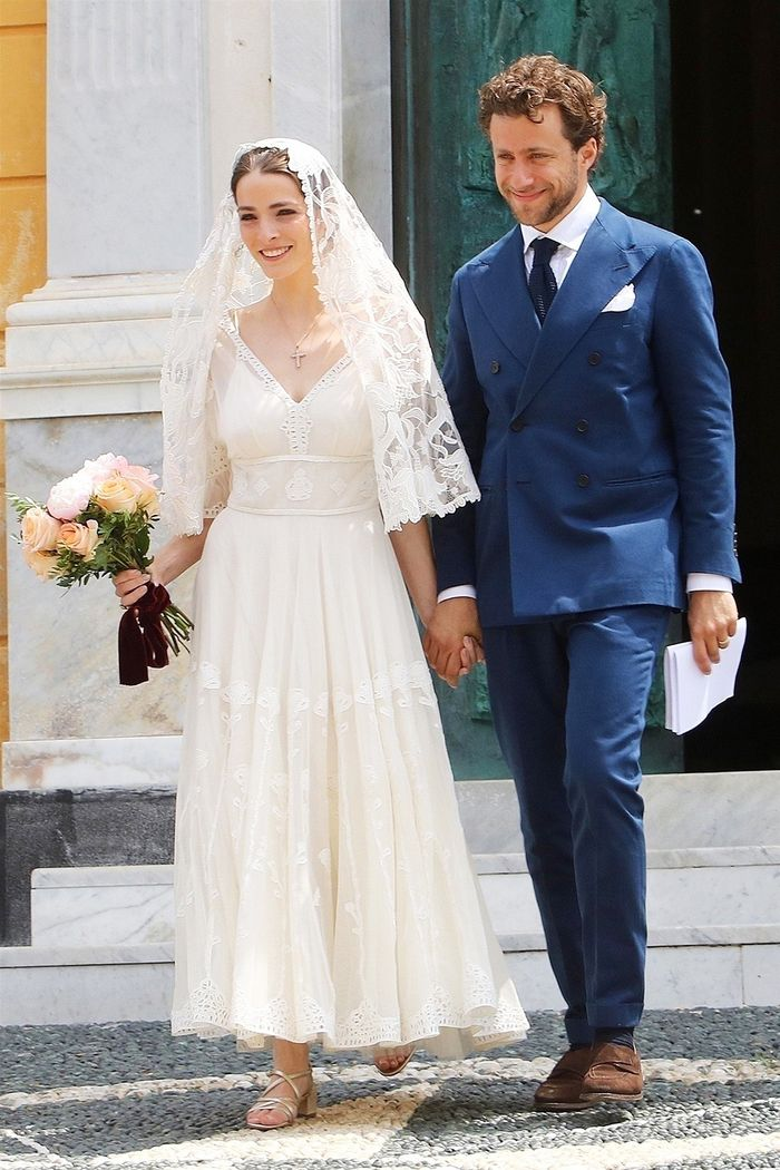 c8f63815af3 Anna Wintour s Daughter Wore the Prettiest Dress for Her Second Wedding in  Italy