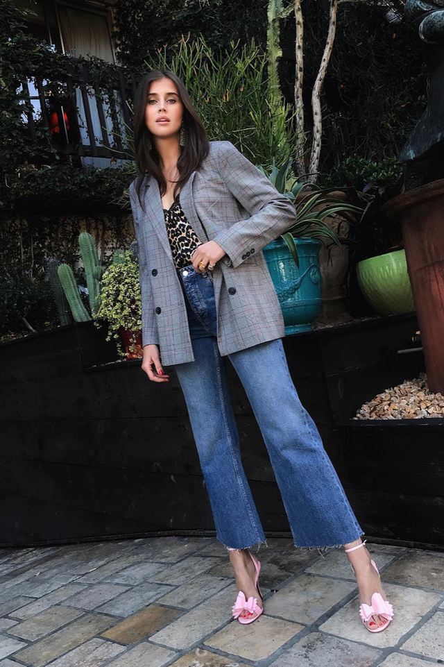 Brunch outfits for fall: blazer, camisole, and jeans.