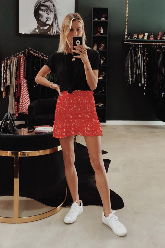 Brunch outfits for fall: cropped black T-shirt, floral printed mini skirt, and sneakers