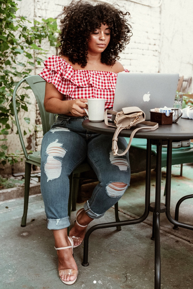 Brunch outfits for fall: statement top and jeans