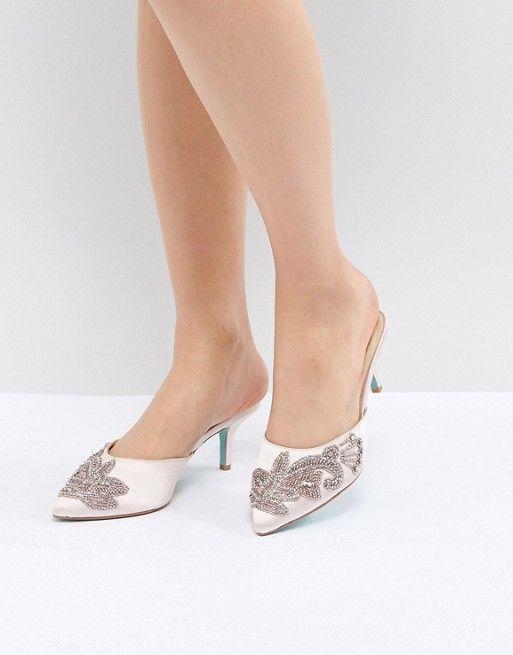 best wedding accessories: kitten heels
